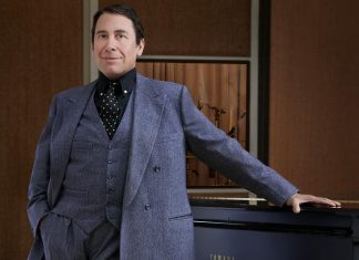 Jools-Holland-standing-at-the-piano---photo-by-Mary-McCartney