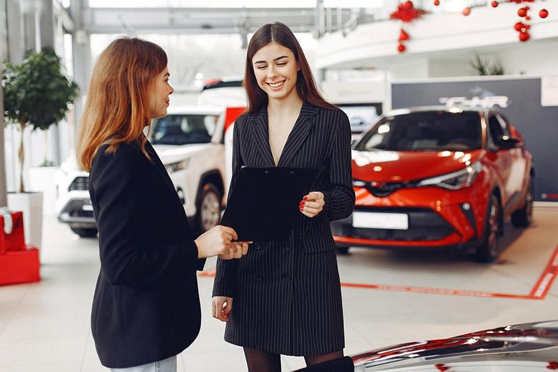 women buying her first car
